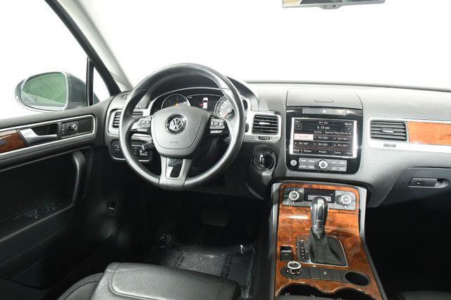 2012 Volkswagen Touareg TDI Sport photo