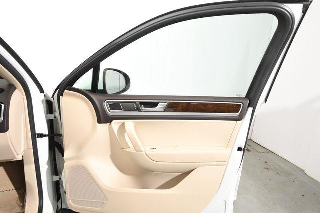 2014 Volkswagen Touareg TDI Sport photo