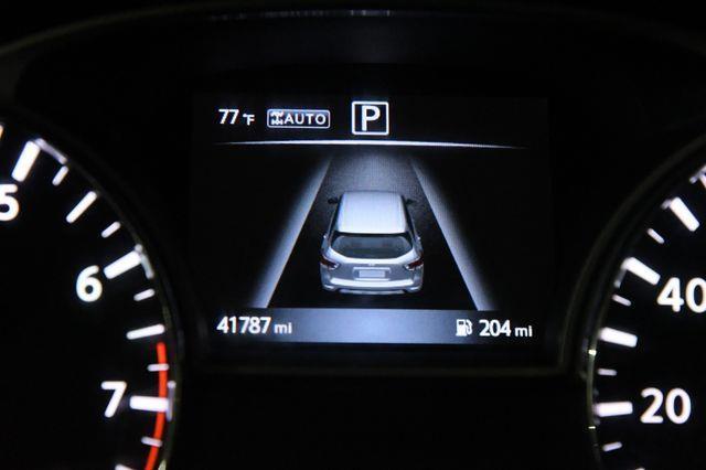2016 Nissan Pathfinder SV photo