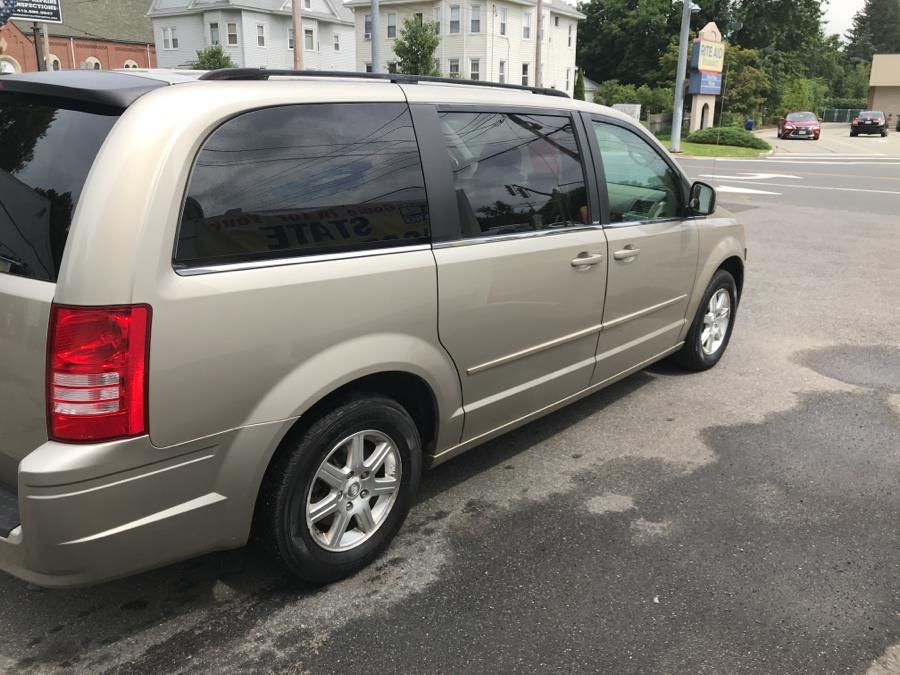 Used Chrysler Town & Country 4dr Wgn Touring 2008 | Broadway Auto Shop Inc.. Chicopee, Massachusetts