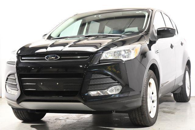 The 2016 Ford Escape SE photos