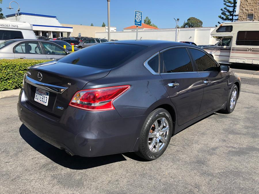 Used Nissan Altima 4dr Sdn I4 2.5 S 2013 | Carvin OC Inc. Lake Forest, California