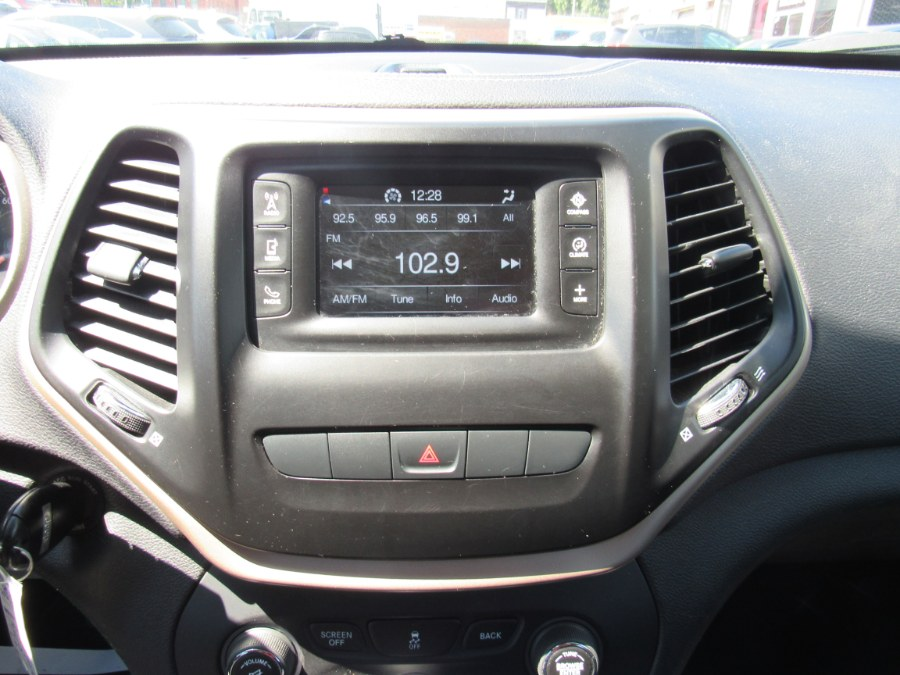 Used Jeep Cherokee 4WD 4dr Latitude 2015 | Hilario's Auto Sales Inc.. Worcester, Massachusetts