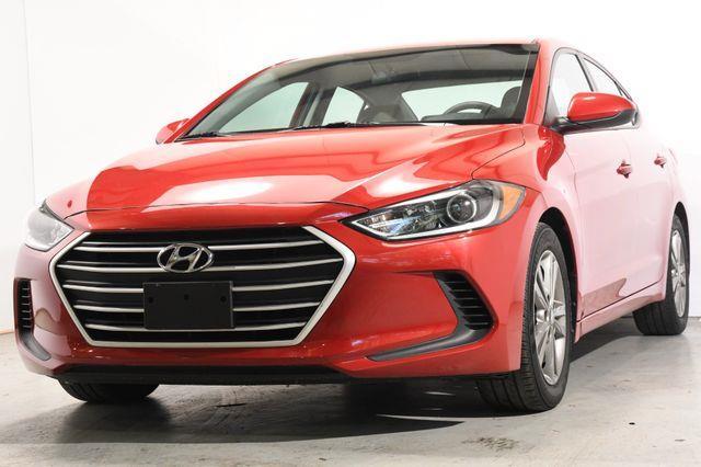 The 2017 Hyundai Elantra SE w/ Tech photos