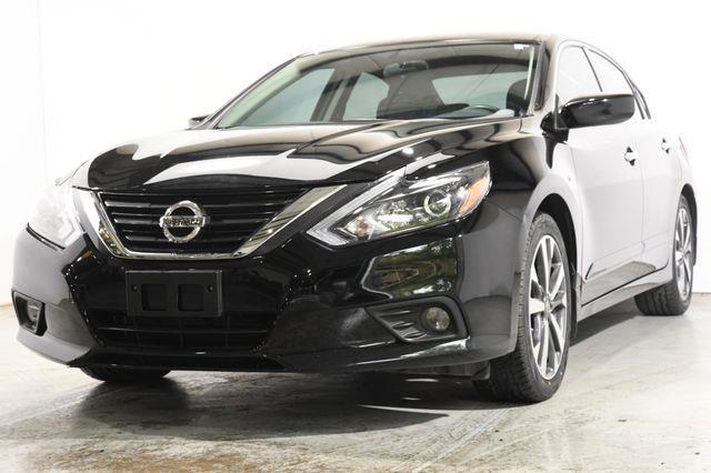 The 2016 Nissan Altima 2.5 SR photos