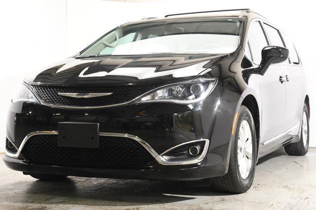 The 2017 Chrysler Pacifica Touring-L w/Nav/Blind Spot/ Sa photos
