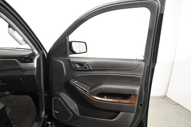 2017 Chevrolet Suburban LT w/ Nav/ Heated / Seats photo