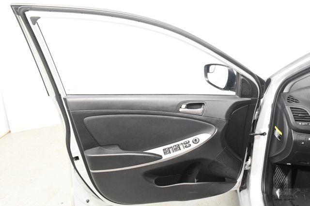 2015 Hyundai Accent 5-Door GS photo