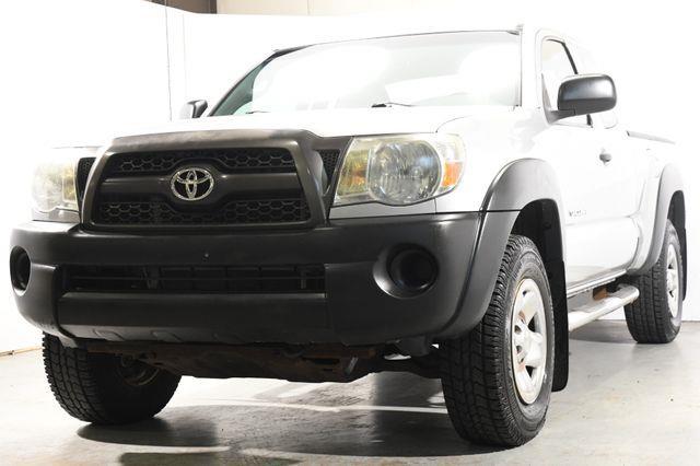The 2011 Toyota Tacoma V6 photos
