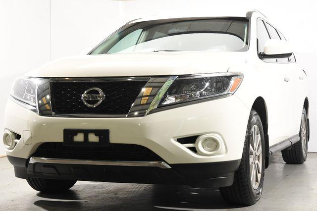 The 2016 Nissan Pathfinder S photos