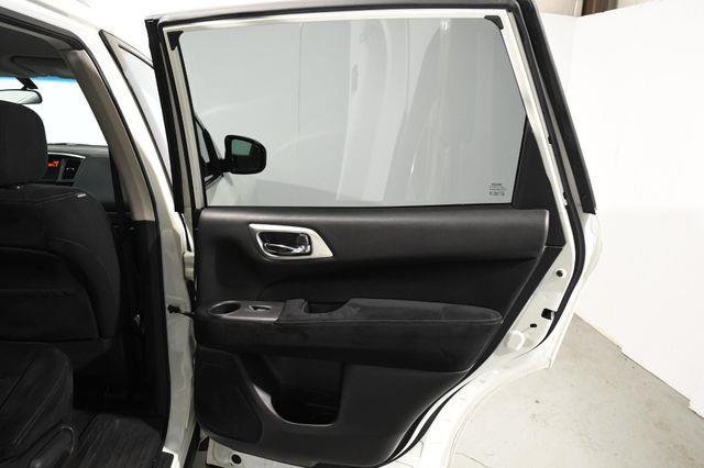2016 Nissan Pathfinder S photo