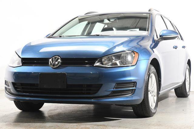 The 2015 Volkswagen Golf SportWagen TSI SE photos
