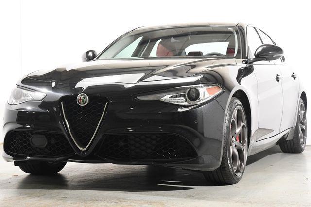 2017 Alfa Romeo Giulia Ti w/Nav/ Blind Spot/ Pano / S photo