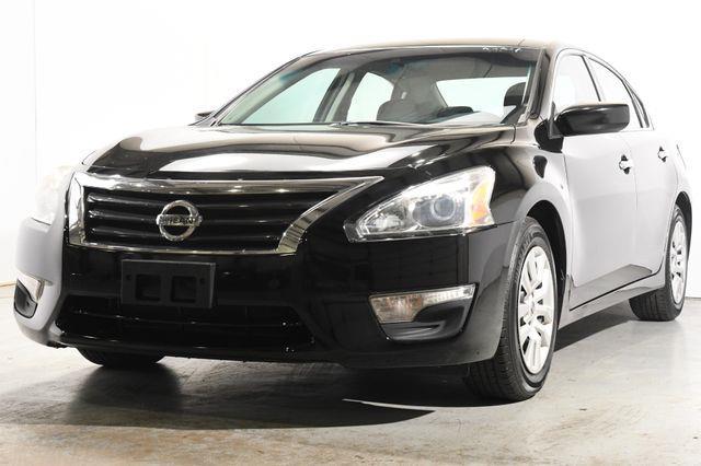 The 2014 Nissan Altima 2.5 photos