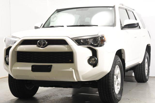 The 2015 Toyota 4Runner SUV photos
