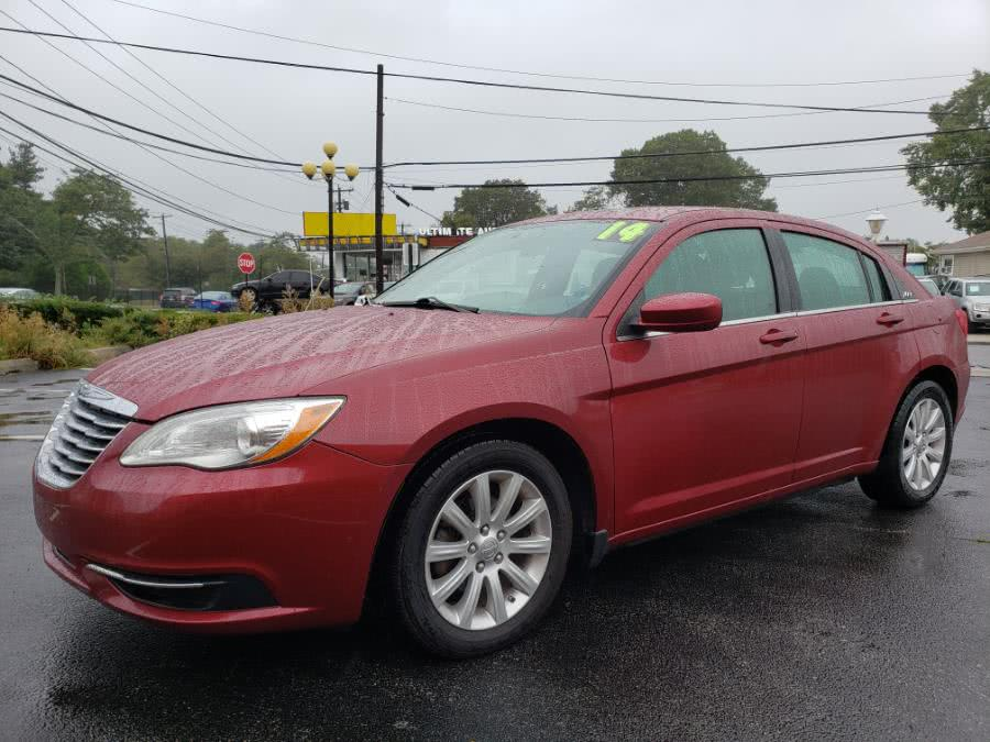 Used 2014 Chrysler 200 in Hicksville, New York | Ultimate Auto Sales. Hicksville, New York