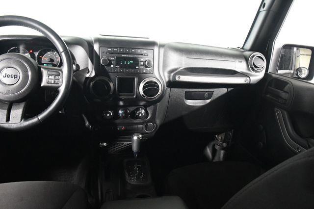 2015 Jeep Wrangler 4WD 2dr Willys Wheeler photo