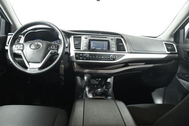 2016 Toyota Highlander LE photo