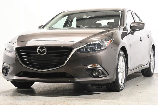 The 2016 Mazda Mazda3 i Grand Touring photos