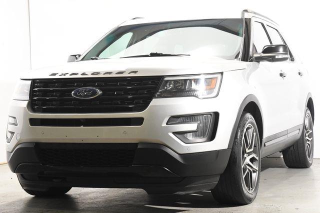 The 2017 Ford Explorer Sport photos