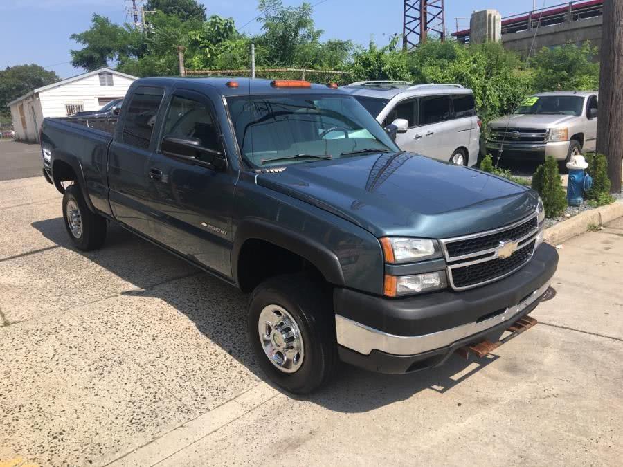 "Used Chevrolet Silverado 2500HD Classic 4WD Ext Cab 143.5"" Work Truck 2007 | Carmoney Auto Sales. Baldwin, New York"