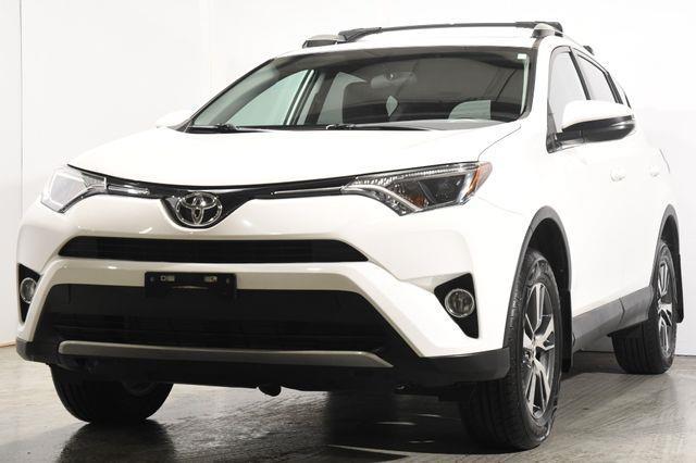 The 2016 Toyota RAV4 XLE photos