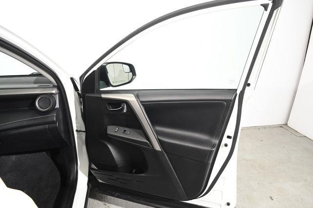 2016 Toyota RAV4 XLE photo