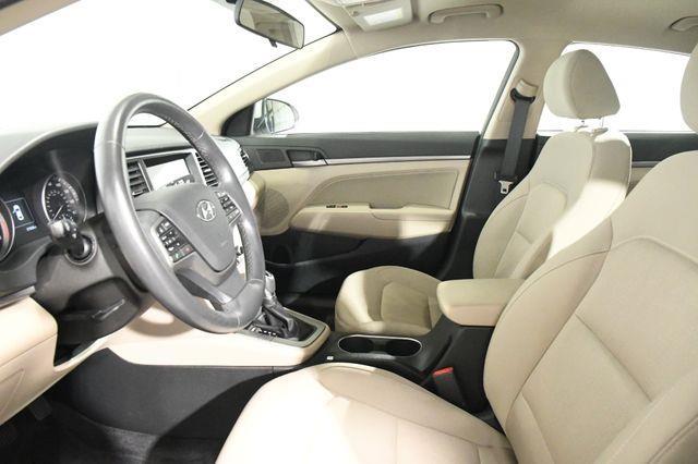 2017 Hyundai Elantra SE w/ Blind Spot / Heated Seat photo