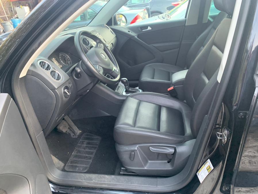 Used Volkswagen Tiguan 4WD 4dr SE 4Motion wSunroof & Navi 2011 | Atlantic Used Car Sales. Brooklyn, New York