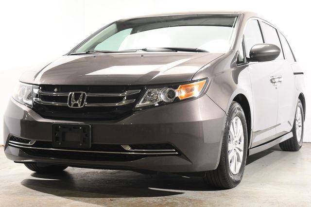 The 2016 Honda Odyssey SE w/ DvD photos