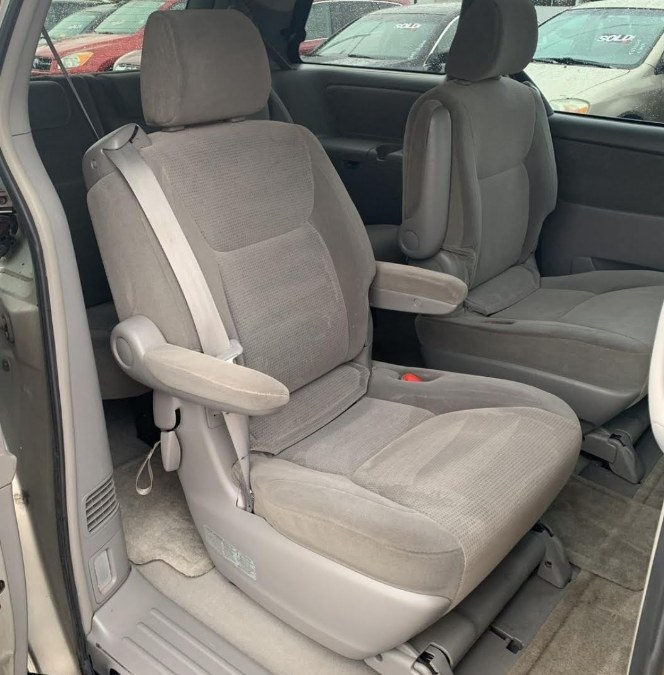 Used Toyota Sienna 5dr LE AWD 2004 | Westchester NY Motors Corp. Yonkers, New York