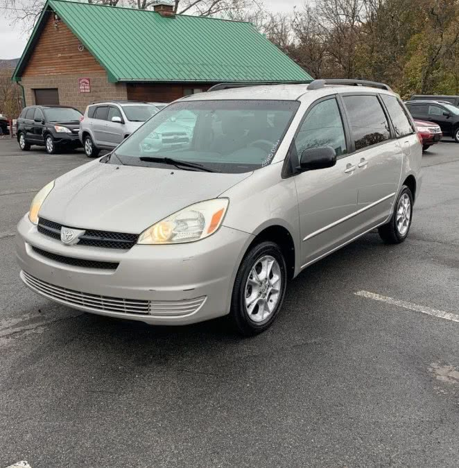 Used 2004 Toyota Sienna in Yonkers, New York | Westchester NY Motors Corp. Yonkers, New York