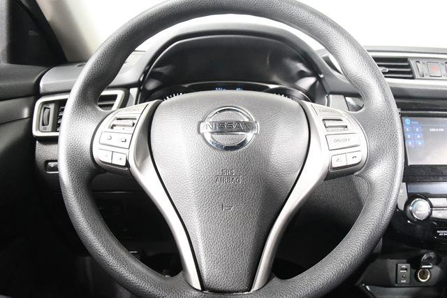 2016 Nissan Rogue SV w/ Nav & Blind Spot photo