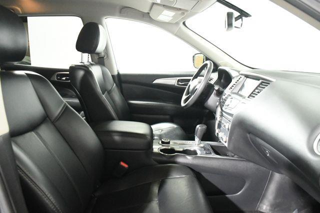 2017 Nissan Pathfinder SL photo