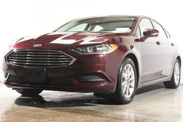 The 2017 Ford Fusion SE photos