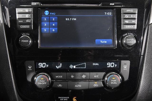 2016 Nissan Rogue SV w/ Nav / Tech1 photo