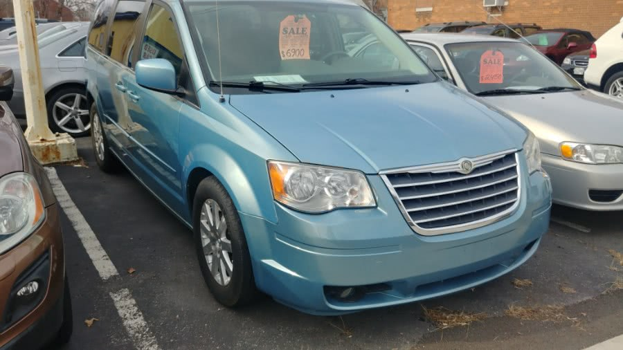 Used Chrysler Town & Country 4dr Wgn Touring 2008 | Classic Motor Cars. East Hartford , Connecticut