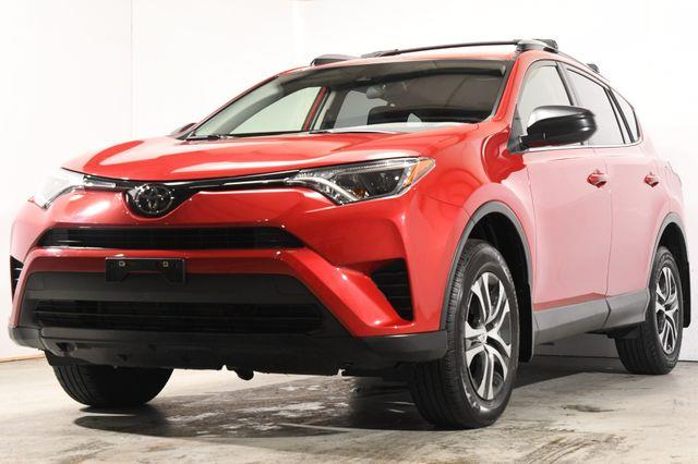 The 2017 Toyota RAV4 LE photos