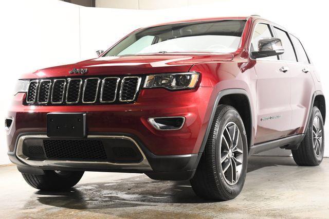 The 2017 Jeep Grand Cherokee Limited w/ Nav/ Sunroof photos