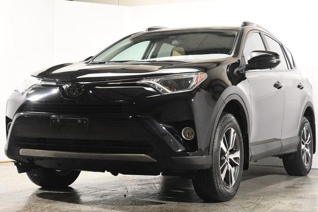 The 2017 Toyota RAV4 XLE photos