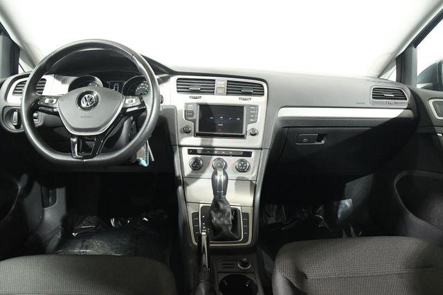 2016 Volkswagen Golf TSI S photo