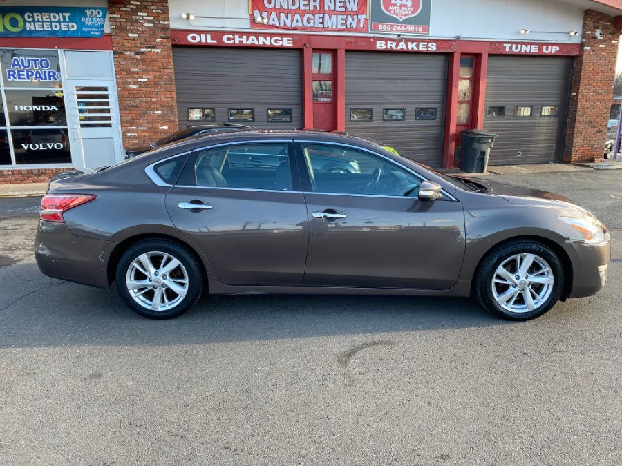 Used Nissan Altima 4dr Sdn I4 2.5 S 2013 | Route 44 Auto Sales & Repairs LLC. Hartford, Connecticut