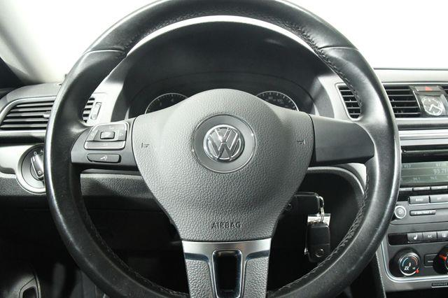2015 Volkswagen Passat 4dr Sdn 1.8T Auto Wolfsburg Ed photo