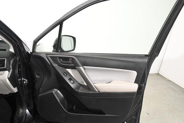 2017 Subaru Forester Premium w/ Sunroof/ Nav/ Heate photo