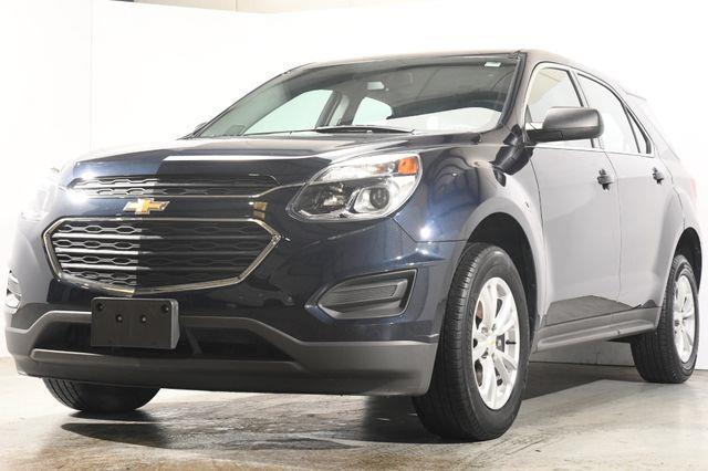 The 2017 Chevrolet Equinox LS photos