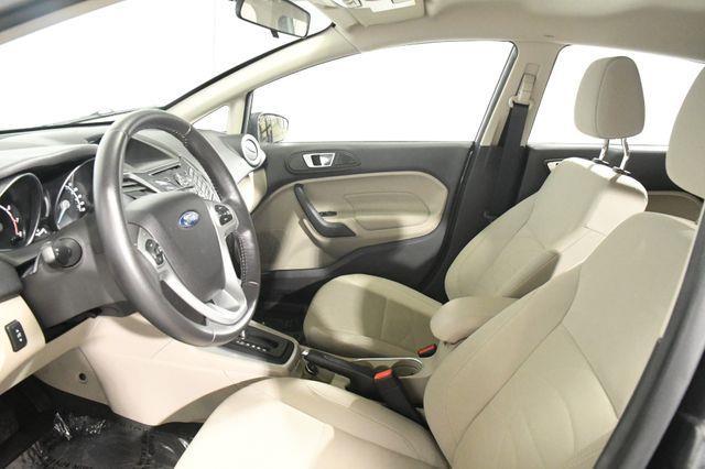 2016 Ford Fiesta SE photo