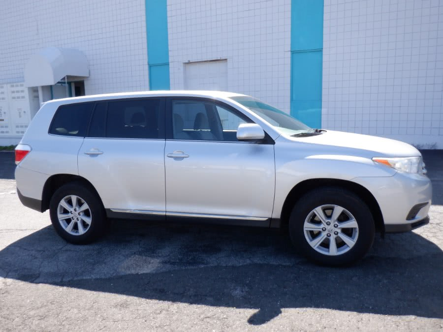 Used Toyota Highlander 4WD 4dr V6 (NATL) 2013 | Dealertown Auto Wholesalers. Milford, Connecticut
