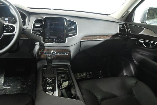 2017 Volvo XC90 Momentum photo