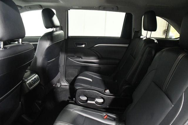 2017 Toyota Highlander SE w/ Nav/ Blind Spot/ Safety  photo