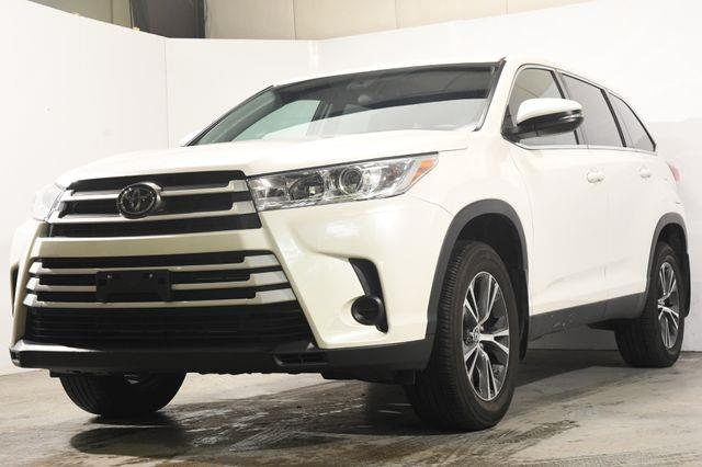 The 2019 Toyota Highlander LE Plus photos